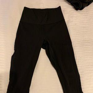 "Lululemon black crop 25"" legging in GUC Sz4"